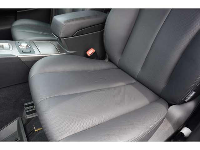 助手席はほとんど使用感もございません。 助手席もパワーシート付きです☆