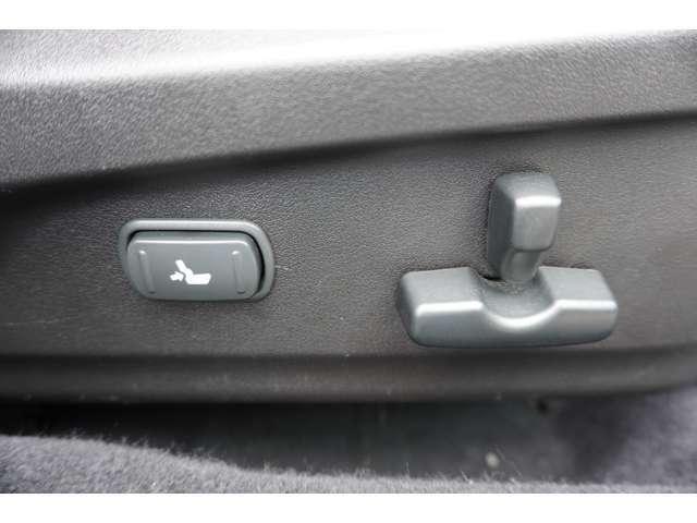 フロントシートはパワーシート付です。 細かなシート調整が出来ます。