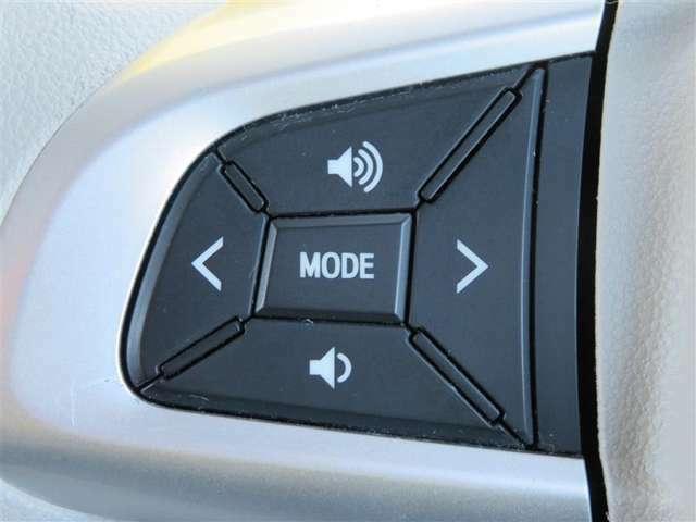 運転中、オーディオの操作をしてて、ハッとしたことはありませんか?ステアリングスイッチは、運転中でもハンドルでオーディオの操作が可能です。安全なドライブをサポートします。