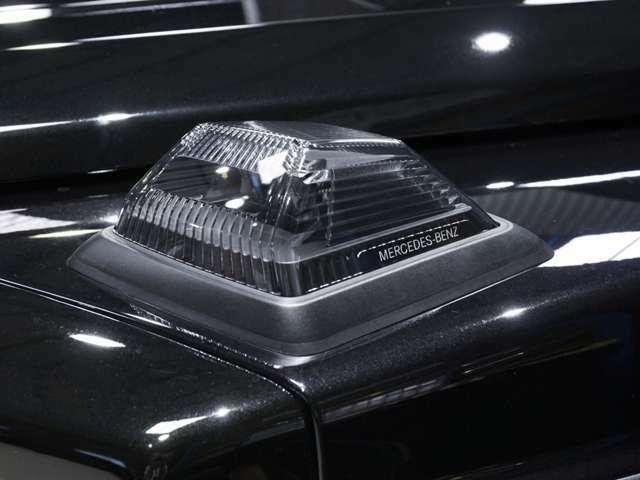 ブラックインナーウィンカーはEdition1用の純正品を使用。 スモークで黒くするのではく、インナーブラックですから透き通るような仕上がりは高級感が漂います。 細かい部分ですがお金もかかってます!