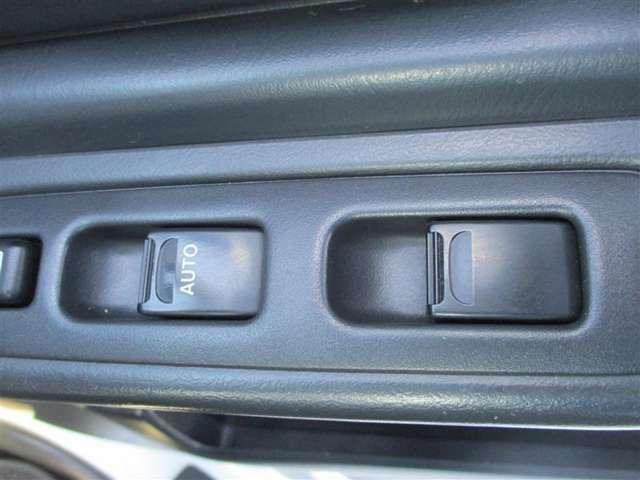 【パワーウィンドウ(運転席オート)】モーター駆動によりウインドウガラスを昇降させる事ができます。