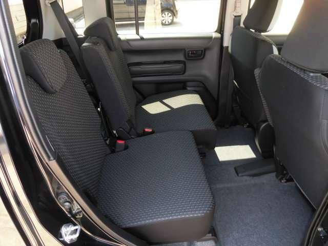 前後座席のシート表皮にはファブリックが採用されています^^