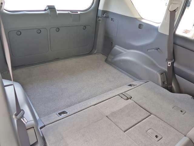 リヤシートを倒せば、ほらこの通り!荷物も結構載せられますよ!