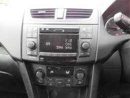 純正CDオーディオ、ETC装備!もちろん、インダッシュナビの取付も可能です。お気軽にご相談下さい。