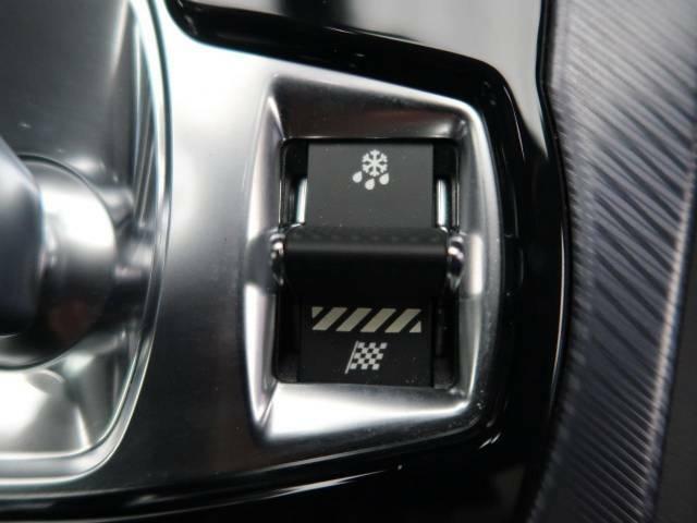 JaguarDriveコントロールは標準・ダイナミック・ウィンターの各モードを選択可能。ステアリング、スロットルレスポンス、シフトポイントを最適化。気分や路面状況にあわせてセレクトしてください。