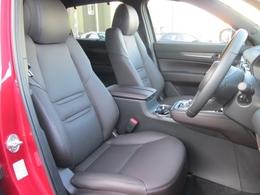 ディープレッドカラーのナッパレザーシート採用!上質なインテリアです!前席電動シート&シートヒーターに、シートの熱のこもりを吸い出し、暑い季節でも快適なドライブを実現するシートベンチレーション機能付!