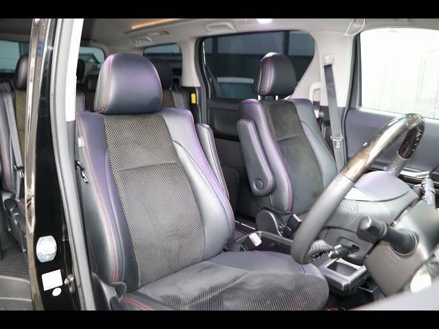 セカンドシートの状態も良好です!後席に5人乗車していただいても十分の広さなのでレジャーや旅行にもオススメの一台です!