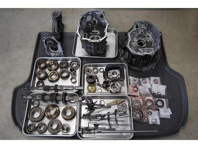 ミッションも分解、洗浄、シンクロの摩耗を確認してベアリング、オイルシールを交換して組上げています