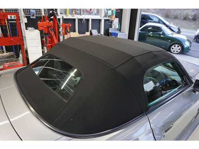傷みがちな幌も新品に交換しており、幌の良さがより引き立ちスポーツカーの魅力を高めます