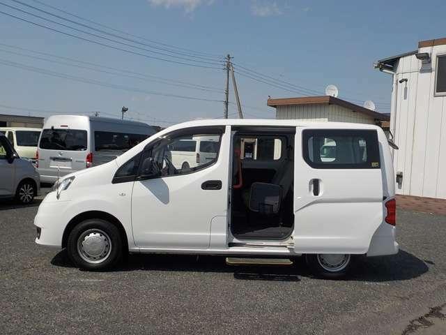 コンパクトボディに5人+車いすの収容能力です!