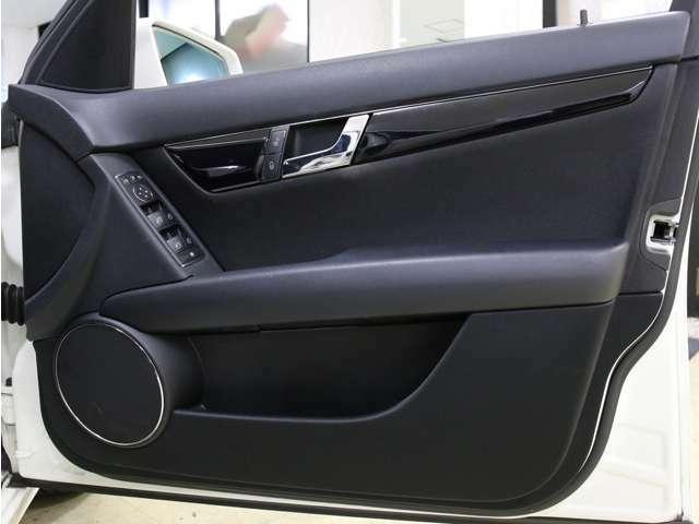 ドア内張りや各種ボタン、ウィンドウなども目立つ汚れや傷など無く、キレイな状態を保っております!