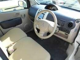 とてもキレイに維持されている車内です!内装はベージュ基調で明るいです♪