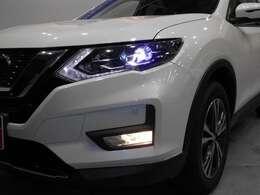 闇夜を照らす明るい閃光!LEDヘッドライト付きなので、暗い夜道も安心してドライブが出来ます!!