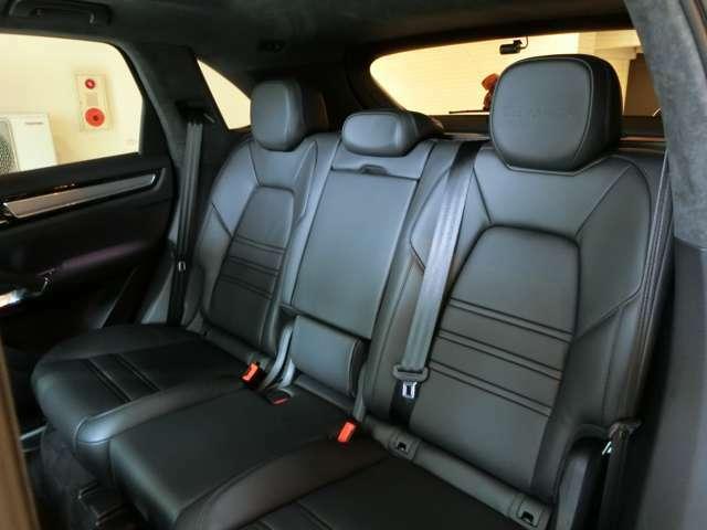 後席も全席同様きれいな状態を保っており、使用感ございません。