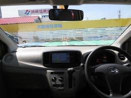 シンプルながら機能性溢れる運転席廻りです。視界性もよく、運転しやすいですよ。