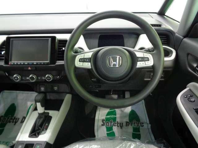ステアリングスイッチにオートライト、クルーズコントロールも付いてて便利ですよ♪