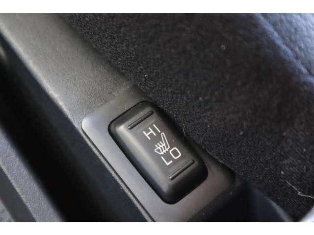 前席シートヒーターが装備されております。