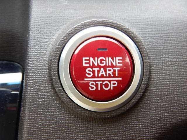 ☆エンジンプッシュスタート式☆ワンタッチでエンジン始動!車のキーもポケットやカバンの中に入れたままで操作できますのでラクチンですね♪