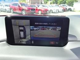 【360°ビューカメラ搭載】フロント、サイド(左右)、リアの4つの高感度カメラによって、狭い場所での駐車や狭い道でのすれ違い、T字路への進入時などの危険認知をサポートします。