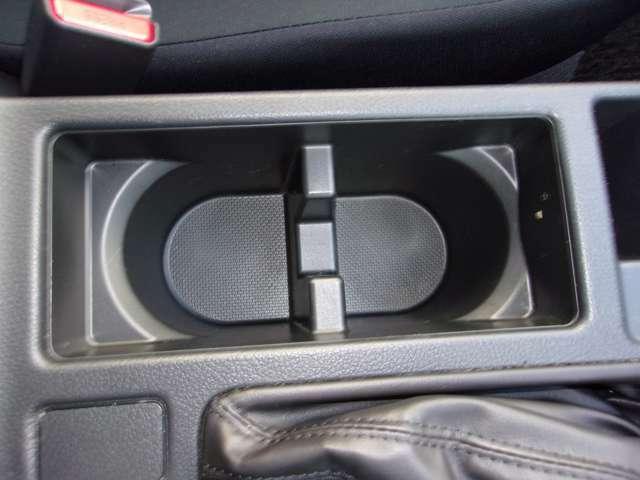 ドリンクホルダーがあり、長距離ドライブには欠かせないです!
