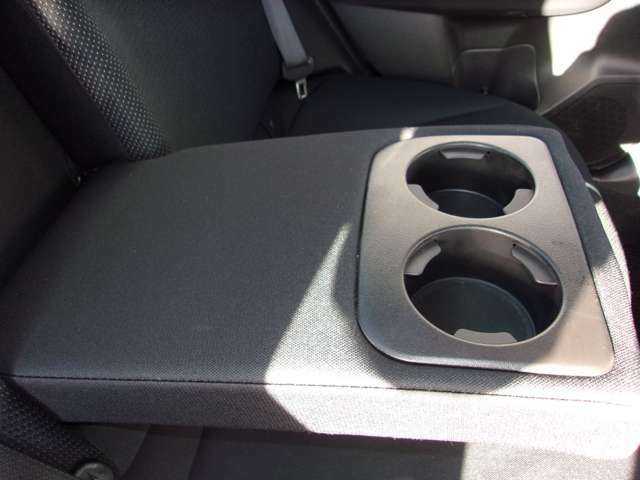 後部座席にもドリンクホルダーがあり、快適です!