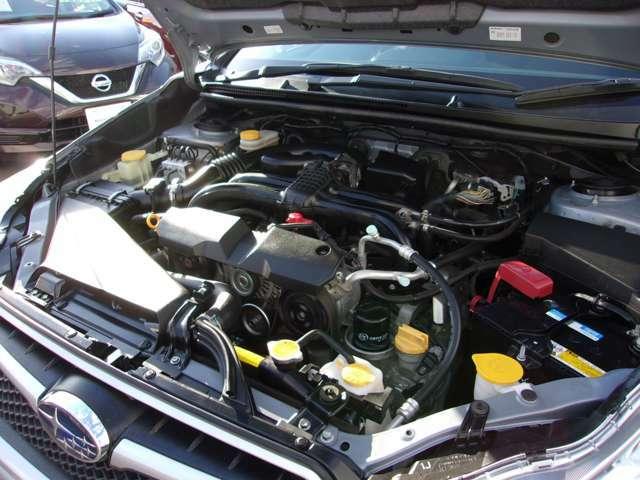 自社整備工場にてしっかりと点検整備させて頂きます。エンジンオイルも交換してのお渡しです。