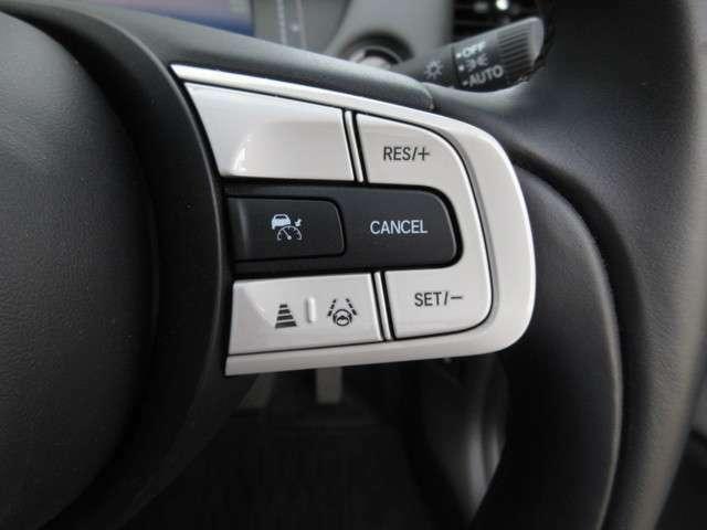 HondaSENSINGは衝突を予測してブレーキをかけたり、前のクルマとちょうどいい距離でついて多彩な安心・快適機能を搭載したいったりできる先進の安全運転支援システムです。