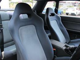 専用シートはホールド性はもちろん乗り心地も良いです!
