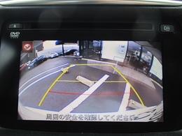 バックカメラとサイドカメラを標準装備。センターディスプレイにカメラの映像を映し出し、駐車や運転をサポートします。リアコーナーセンサーは音と目盛りで障害物との距離を知らせます。