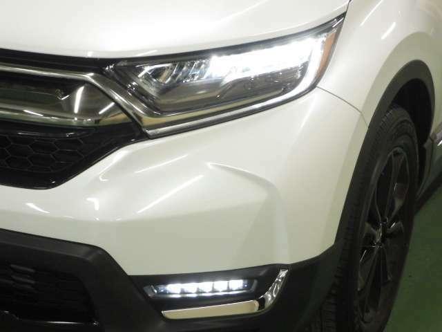 LEDヘッドライトは夜道を明るく照らし夜間走行の精神的負担を和らげてくれます。これで夜道も安心して運転できますね♪