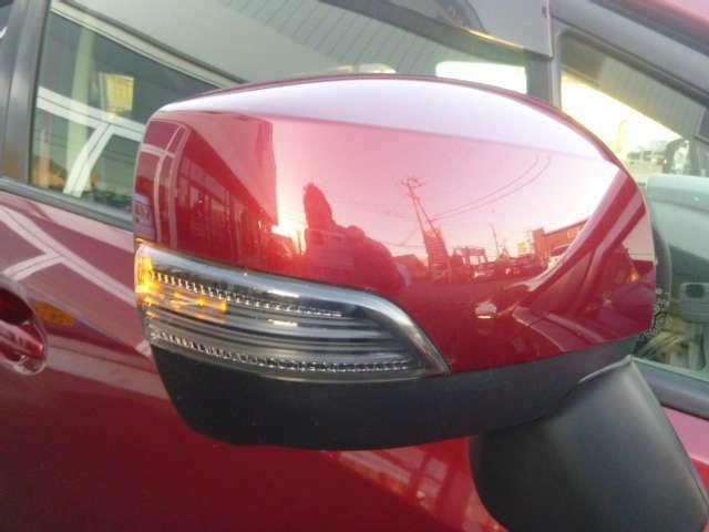 オシャレなウインカードアミラー、輸入車の様なデザインが人気の装備です。