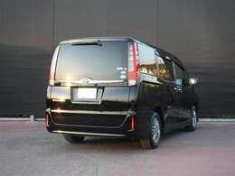 ブラックを基調とした内外装デザインの特別仕様車「Black-Tailored(ブラック-テ-ラ-ド)」が入りました。