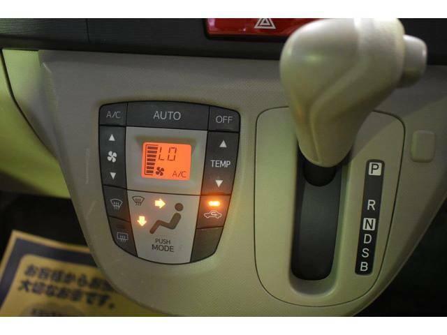 シンプルながら操作性の良いエアコンスイッチ&ATシフトレバー