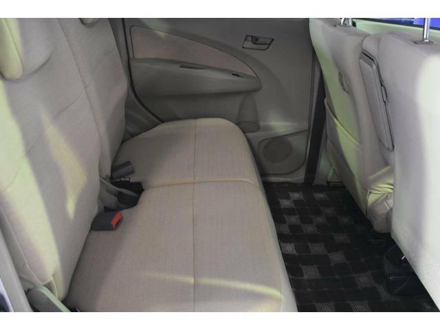 リヤシートもゆとりのある広さを確保していますので、長時間のドライブでも快適に過ごせます!