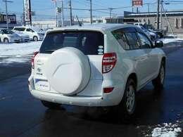 【4WD】 やっぱり雪が降ってきたら4WDの車が安心できますね♪ 圧雪アイスバーンやブラックアイスバーン、大雪が降った時にこそ真価を発揮します!