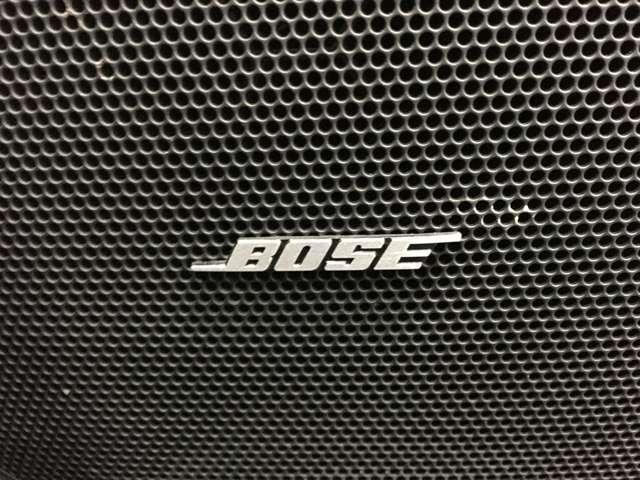 """【 BOSEプレミアムサウンドシステム 】迫力のある重低音と、澄んだ高音域を実現しつつも走行中のノイズも自動補正する""""BOSE""""こだわりのシステムをお楽しみください♪"""