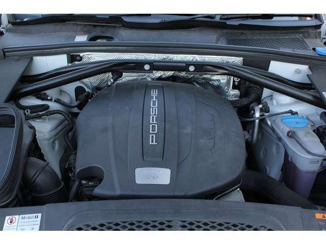 ■出力252ps(カタログ値)■トルク37.7kg(カタログ値)■直列4気筒ターボ■排気量1984cc■エンジンルームも綺麗に磨かれており、エンジン下のオイル漏れも御座いません。■