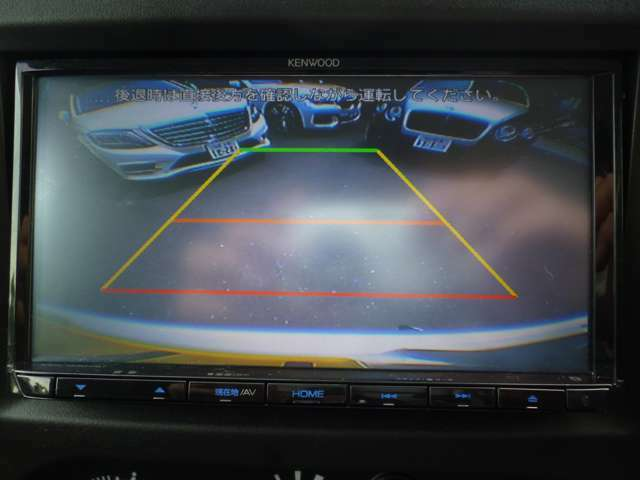 バックカメラ付きで狭い場所でも安全に駐車できます☆