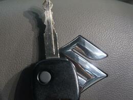ボタンひとつでドアの開閉が可能で便利な【キーレスエントリー】付!弊社推奨のセキュリティをつければさらにお車をしっかり守れること間違いなし☆