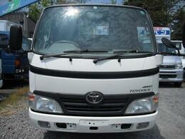 日野トラックとも共通のフロントフォルムはガラス下の黒いラインが特徴です