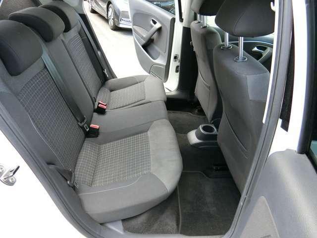 リヤシートは、ゆとりある着座姿勢を保てるようにシートバックの角度を最適化したシートを設定してます。ゆったりくつろぐことが出来ますよ!