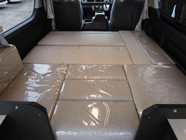 185cm×165cmの大型ベッドスペース♪シートは自社生産のウレタン2層式マットを採用。体への負担が少なく良い睡眠が期待できます♪