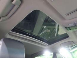 【サンルーフ】☆車内には解放感が溢れ、爽やかな風や太陽の穏やかな光が差し込みます☆