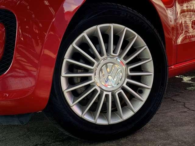 185/55R15タイヤ/5.5J×15アルミホイールを装着。high UP! 専用20本スポークのアルミホイールです!