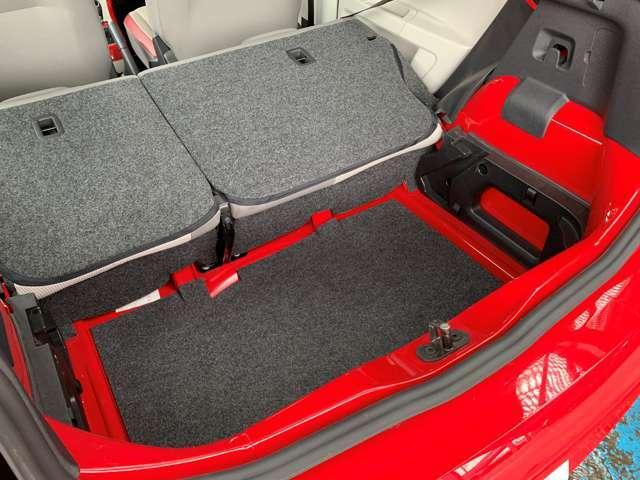 フロアを2段階で高さ調節できるバリアブルカーゴフロアを採用し、トランクの下にはさらに収納スペースがあります!洗車道具など普段使わないものを収納するのにオススメです!