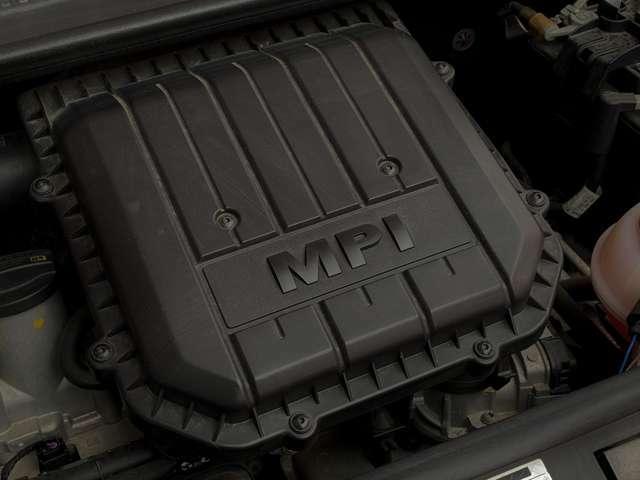 エンジンは、1Lの直3DOHCとなっています!バランサーシャフトを採用することなく振動やノイズを抑え、内部抵抗の低減や部品点数の削減を実現しています。