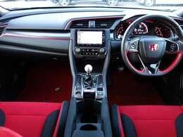 タイプR専用のシートは運転される方の気持ちをワクワクさせます!