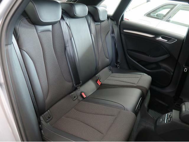 【後席シート】細部にまでクオリティーを高めたデザインにより乗る人を魅了するAudi。快適な空間がドライブをいっそう心地良いものに変えていきます。『当店は、常時試乗が可能となっております!』