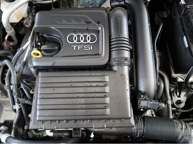 【TFSIエンジン】排気量を小さくし、燃費・環境性能の向上と余裕あるパフォーマンスを両立するTFSIエンジン。ターボチャージャーとガソリン直噴システムFSIの組み合わせ