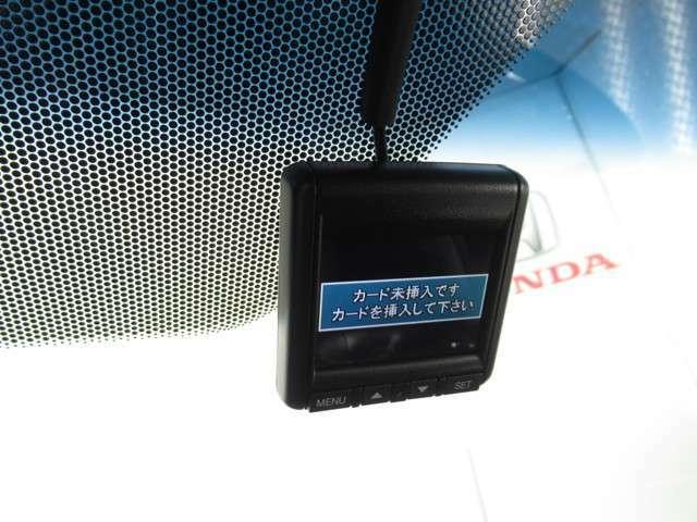★ドライブレコーダー★ 最近のはやりの装備がドライブレコーダーです!万一の事故の際に役立ちます!タクシー会社やバス会社も装備しています。